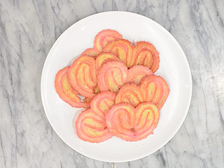 How to Make Adorable Pink Puff Pastry Hearts for Valentine's Day (VIDEO)