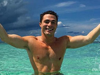 Celebrity Vacations: Colton Haynes Drinks Rosé in the Ocean, Karlie Kloss Doubles Down on Dessert in Venice and More