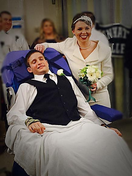 Paralyzed Secret Service Agent Marries Fiancée in Boston Hospital Room : People.com