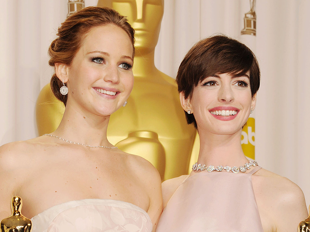 Anne Hathaway Defends Jennifer Lawrence After Globes Exchange with Reporter