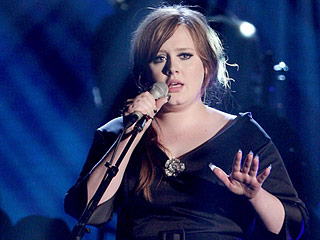 Watch Adele's Glorious Performance of 'Chasing Pavements' at the 2009 Grammys