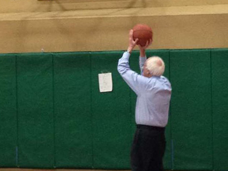 Bernie Sanders Crushes Hillary Clinton in New Hampshire Primary, Celebrates by Shooting Hoops with His Grandkids