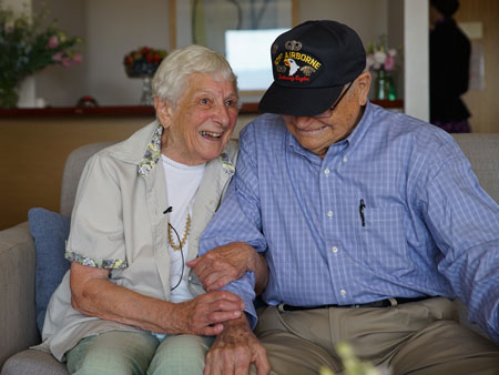 71 Years Later, WWII Vet Reunites with Wartime Girlfriend in Australia: 'This Is the Most Wonderful Thing'