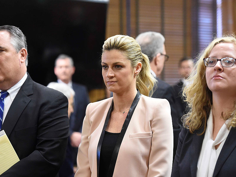 Tearful sportscaster Erin Andrews tells court how peeping