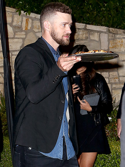 Justin Timberlake and Jessica Biel Leave Pre-Oscars Party with Pizza in Hand