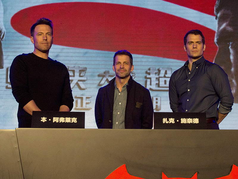 Batman v Superman: Ben Affleck and Henry Cavill Arrive in China to Promote Film