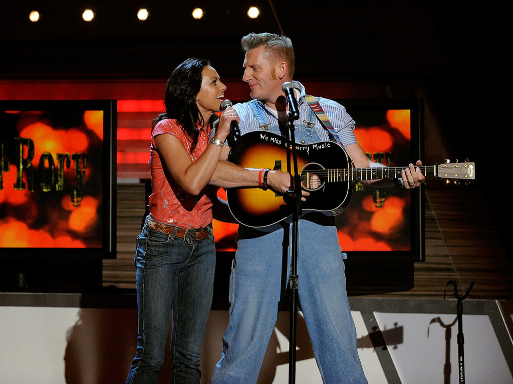 Joey Feek Dead: Singer Encouraged Rory to Write Book, Husband Said