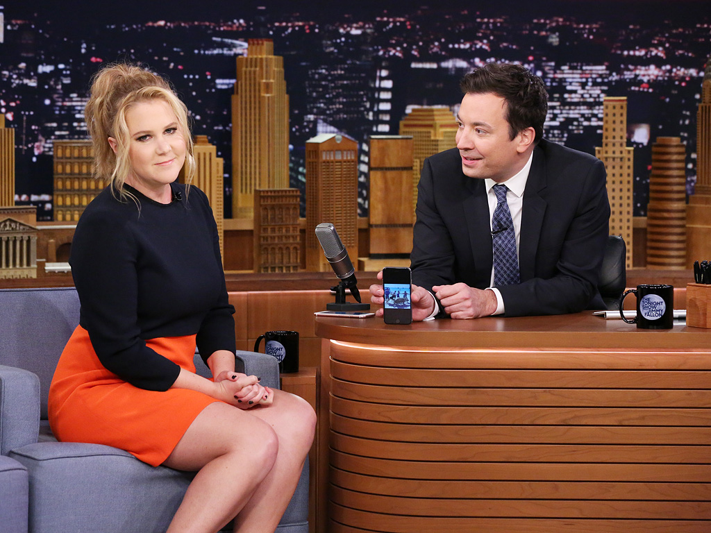amy schumer gushes about her boyfriends family on the