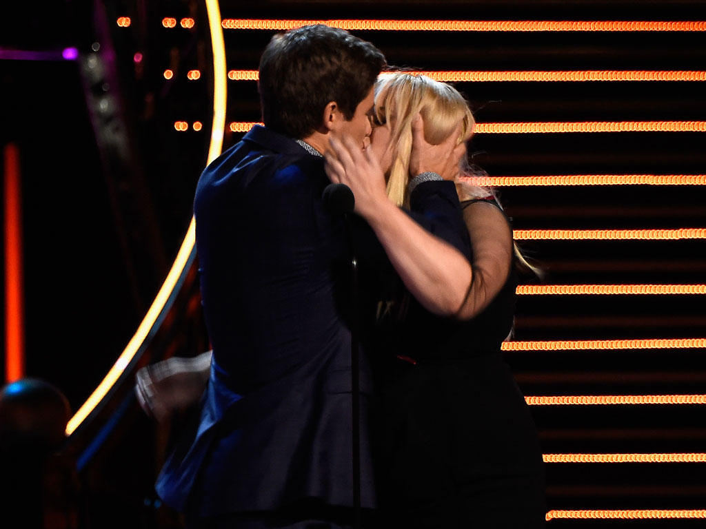 MTV Movie Awards 2016: Adam DeVine and Rebel Wilson Win Best Kiss