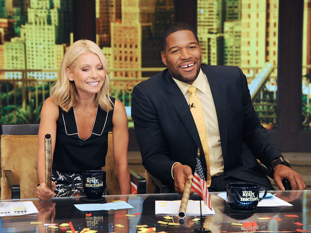 Kelly ripa to return to live with kelly and michael people com
