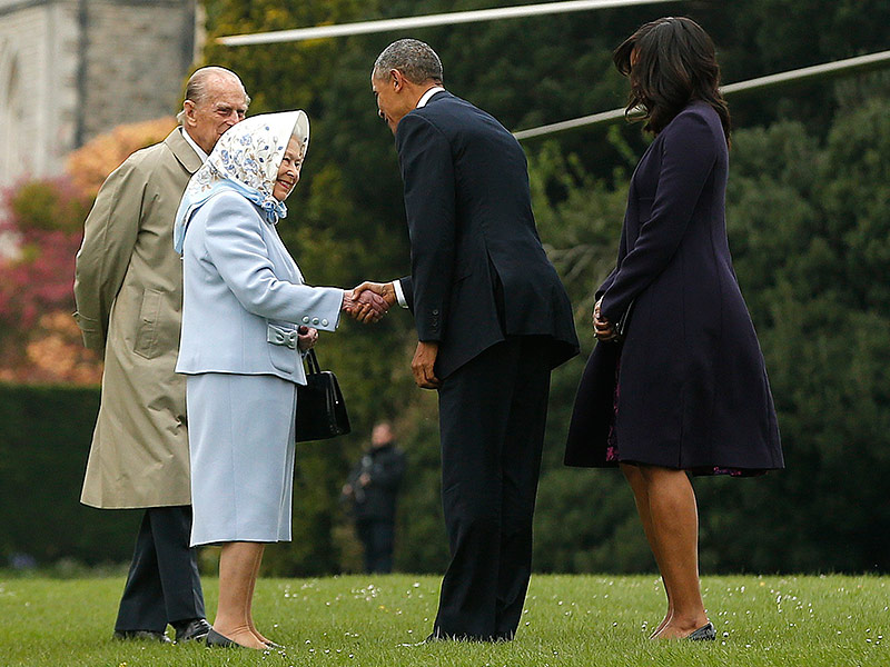 Queen Elizabeth Welcomes President Barack Obama and First Lady Michelle Obama