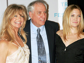 Kate Hudson and Goldie Hawn Are 'Pretty Much the Same' Person, Says Longtime Friend Garry Marshall