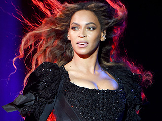Beyoncé Slays with Surprise Performance Of