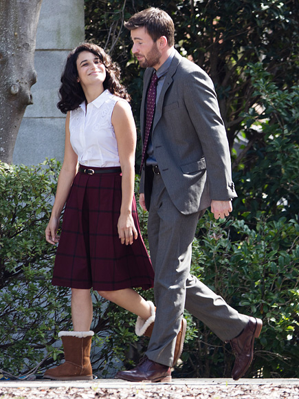 Chris Evans Dating Actress Jenny Slate : People.com