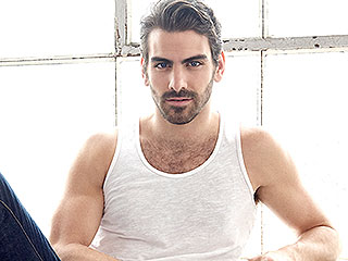 WATCH: DWTS Champ Nyle DiMarco Reads to Deaf Kids in 'Adorable' Video