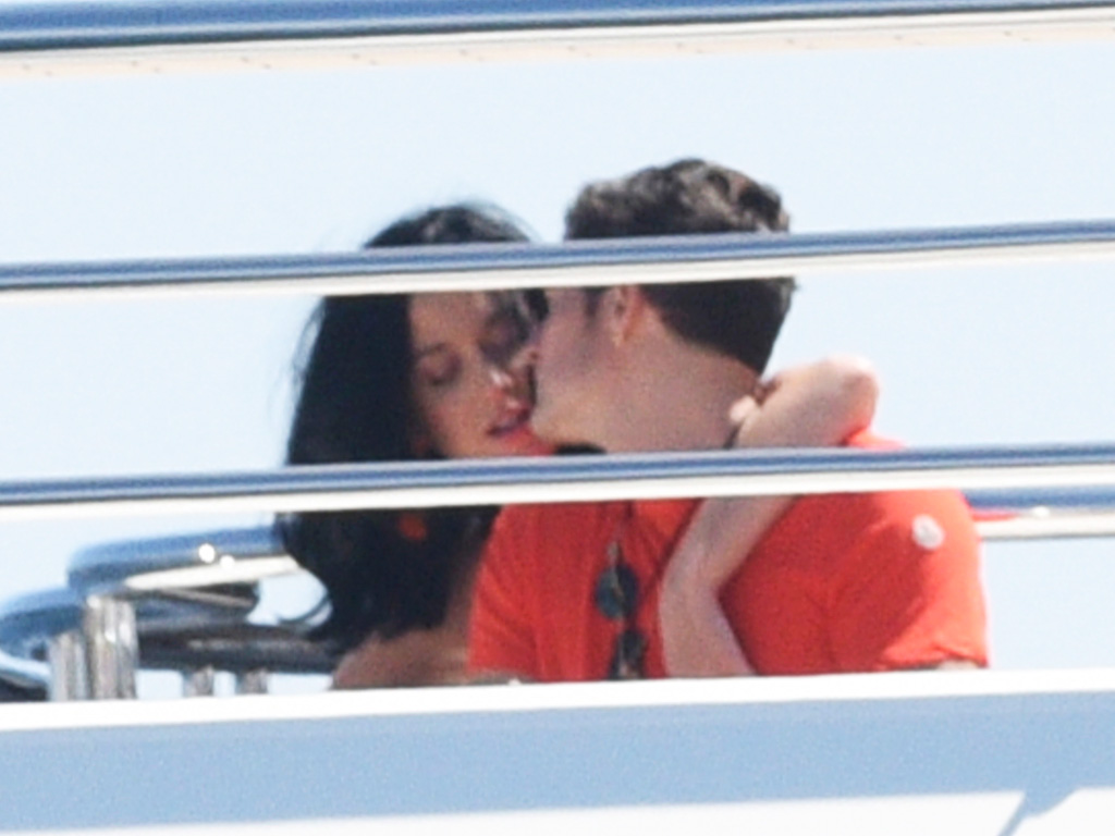 Katy Perry and Orlando Bloom Pack on the PDA at Cannes : People.com