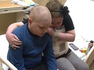 12-Year-Old Cancer Patients Fall in Love: 'You R Not Alone,' Boy Writes in Video for His 'Sweetheart'