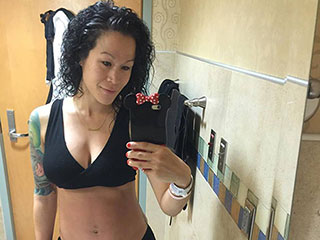 Fit Mom Sia Cooper Has Flat Tummy – and Abs – Just Days After Giving Birth