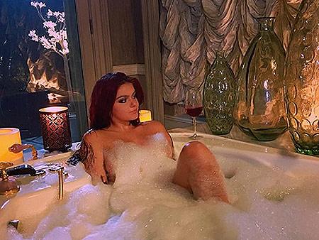 Newly Single Ariel Winter Shares Naked Bathtub Photo: 'Relax Everyone I'm Wearing Lady Bit Pasties'