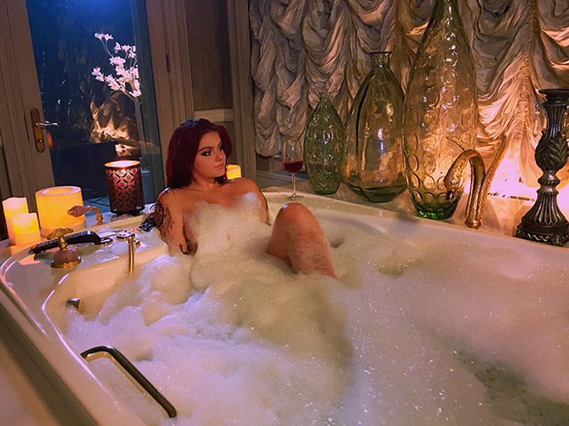 Newly Single Ariel Winter Shares Naked Bathtub Photo: 'Relax Everyone I'm Wearing Lady Bit Pasties'
