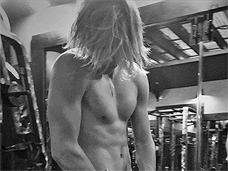Pump It Like Beckham! Brooklyn Shows Off His Shirtless Workout Routine