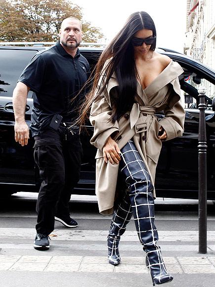 Kim Kardashian Robbed Of 10 Million Flees Paris Peoplecom