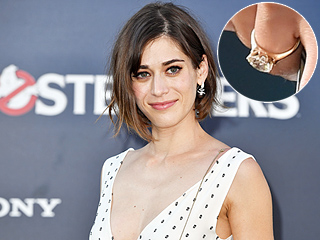 See Lizzy Caplan's Gorgeous Engagement Ring from Fiancé Tom Riley!