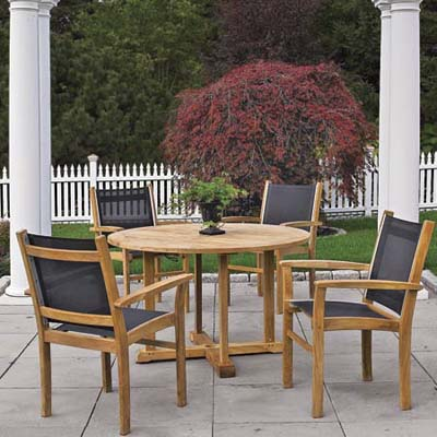 teak patio furniture with bras and steel fittings and PVC-coated mesh seats