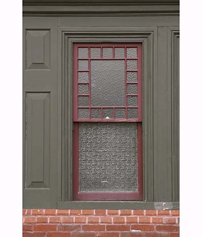 Green and red exterior paint