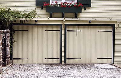 garage doors that slide vertically but made to look like stable doors