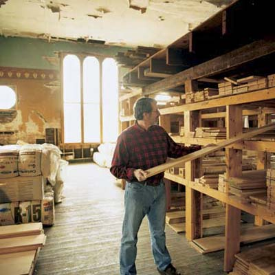 Norm Abram picks the lumber in the lumberyard