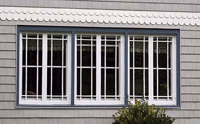 Ribbons or strips of identical windows divided by mullions