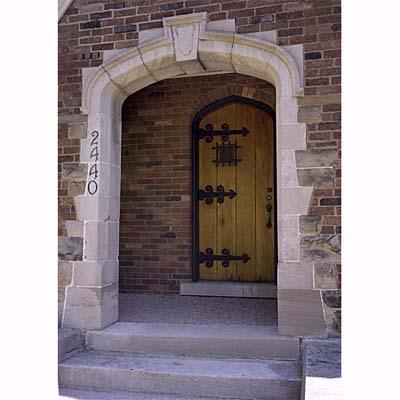 quoins framed doorway