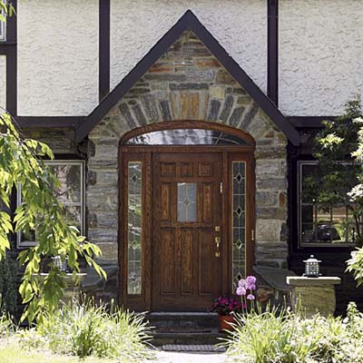 wooden door w/ Tudor arch & an ashlar relieving arch radiating outward