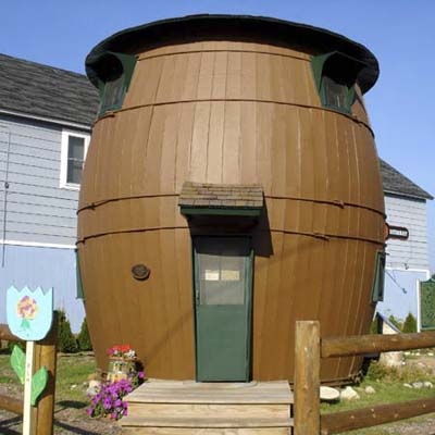 pickle-barrel-shaped house in Grand Marais, MI