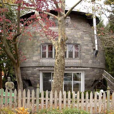 a cookie jar-shaped house in Gledora, NJ