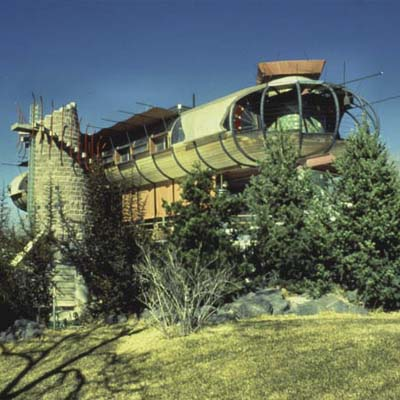 a hovercraft-shaped house in Albuquerque, New Mexico