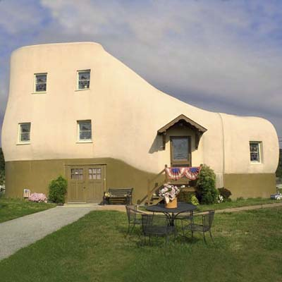 a shoe-shaped house in Hellam, PA