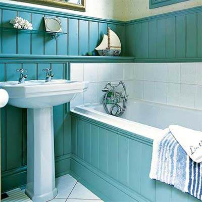 wainscoting used as a tub surround