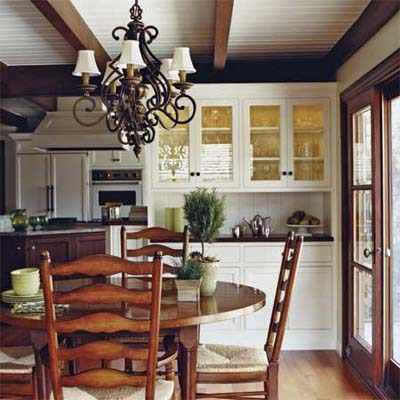 a partial wall and L-shaped peninsula separated the kitchen from the family room
