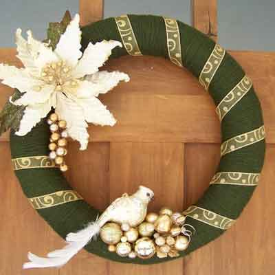 green yarn wreath with gold embellishments