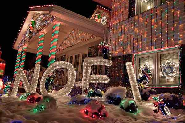 Noel house in Delaware; holiday home decorations and holiday lights
