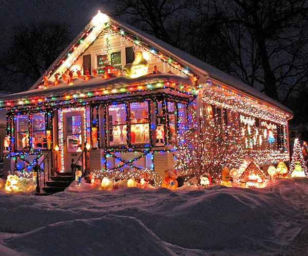 Decorated Homes: World's Wildest Holiday House Displays