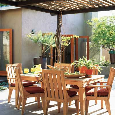 outdoor dining set on backyard patio