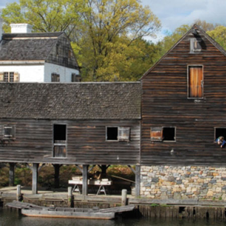 haunted philipsburg manor in new york