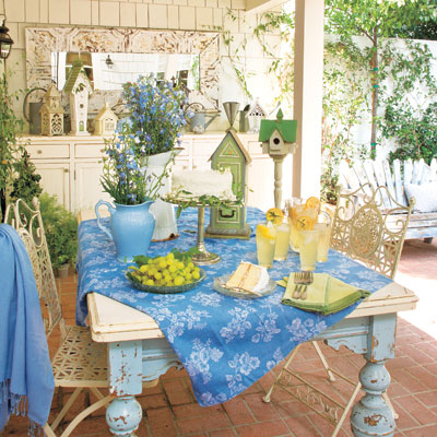 outdoor patio dining room 