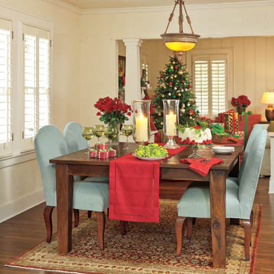 dining room decorated at Christmas