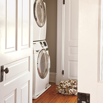 Folk victorian laundry room