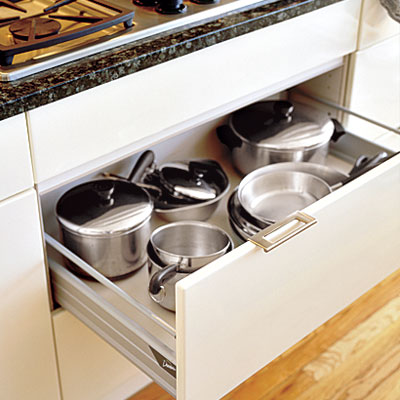 Drawers versus rollout trays read this before you for Kitchen cabinets vs drawers