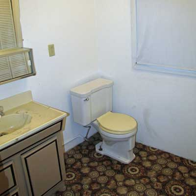 Reader's bathroom before remodel